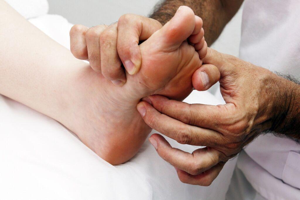 foot reflexology 3781174 1920